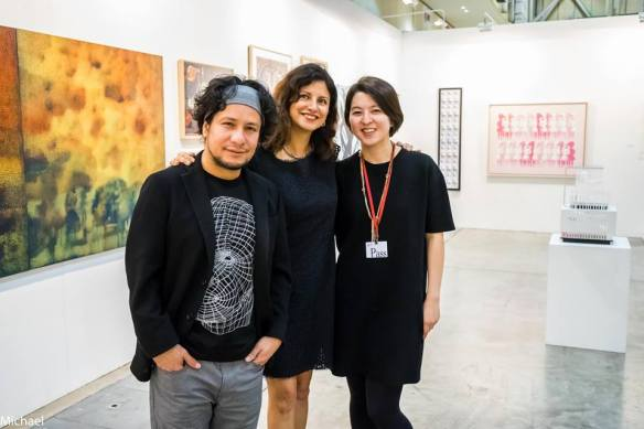 to my right the talented Venezuelan artist Jonidel Mendoza and to the left gallery Assistant Ms. Yun